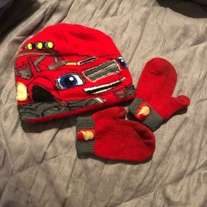 Blaze and the Monster Machines Hat & Mitten Set